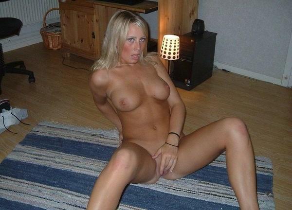 Femme blonde célibataire pour coucher